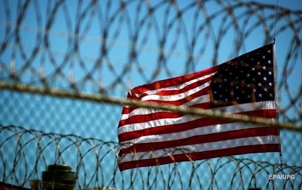 Трамп заборонив переведення в язнів з Гуантанамо