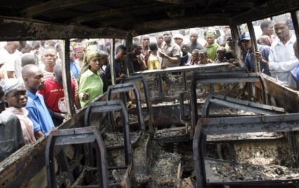 Два автобуса столкнулись в Нигерии: погибли 26 человек