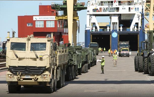 Бойова техніка НАТО прибула до Латвії