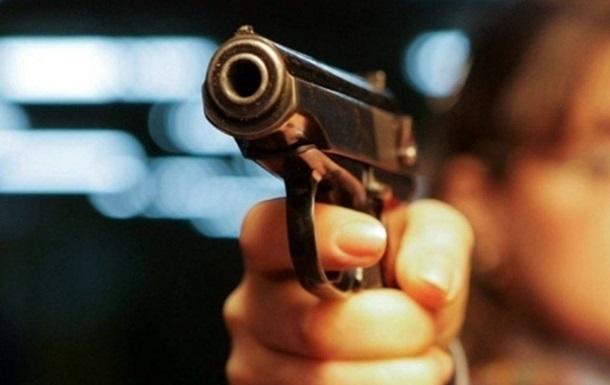 У столичному супермаркеті покупець поранив охоронця з пістолета