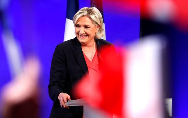 Выборы во Франции. Ле Пен признала поражение