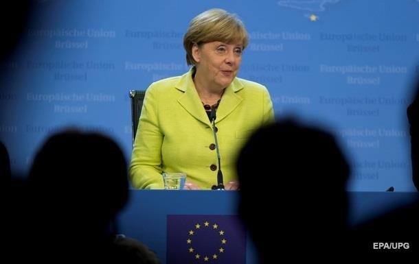 Меркель привітала Макрона з перемогою й відзначила його  боротьбу за Європу