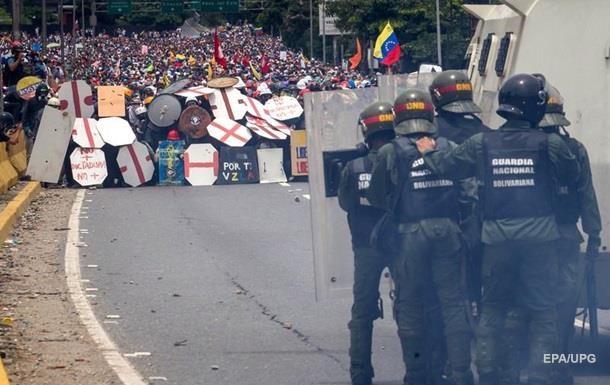 Під час сутичок у Каракасі постраждали понад 800 осіб