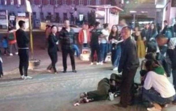 У Китаї чоловік поранив ножем 18 перехожих