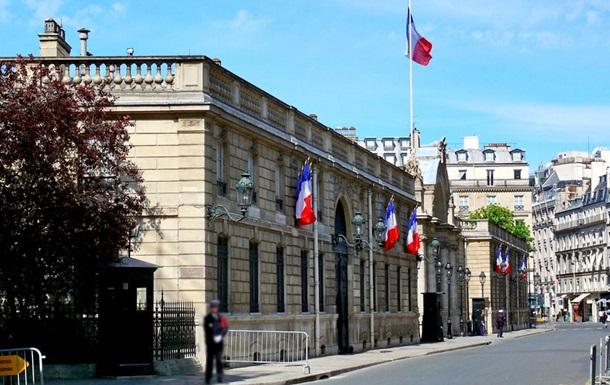Французький уряд пішов у відставку
