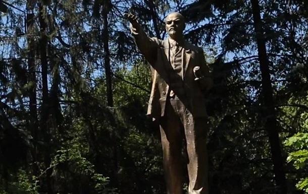 В Киеве обнаружили целый памятник Ленину