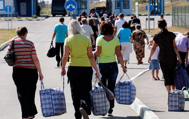 Опитування: 45% переселенців працюють лише на їжу
