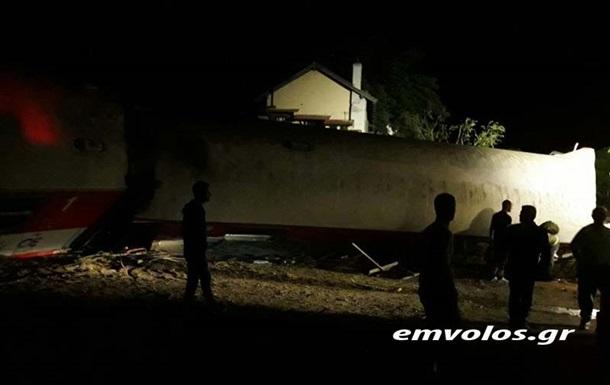 Сходження з рейок поїзда в Греції: загинули чотири людини