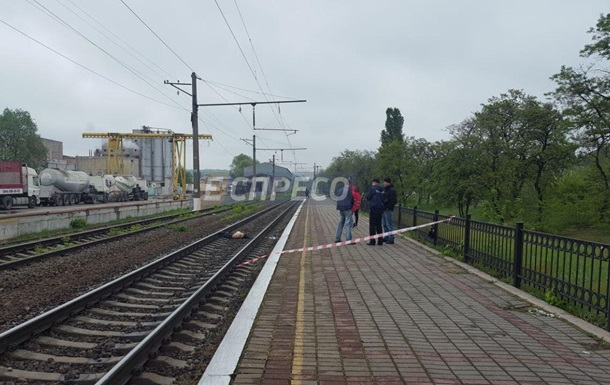 У Києві потяг насмерть збив чоловіка