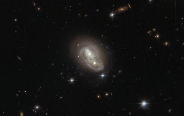 Hubble зняв швидкі пересічні галактики