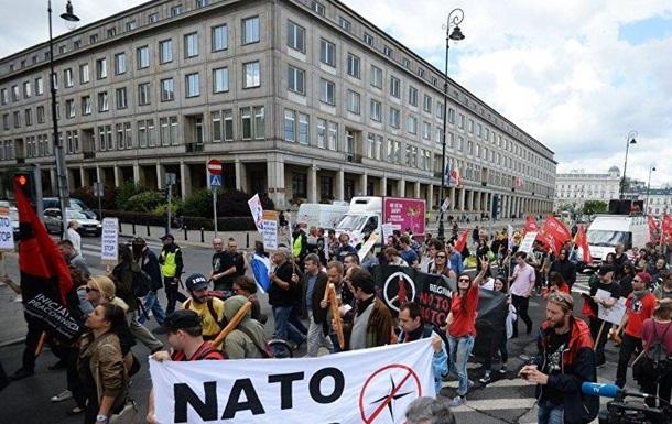 Призывы против НАТО в странах Балтии звучат все громче