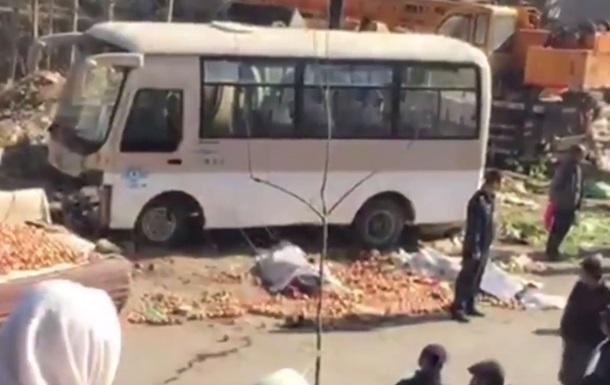У Китаї автобус із туристами потрапив у ДТП, десять загиблих