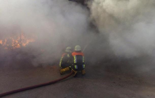 Під Києвом загасили пожежу на суконній фабриці