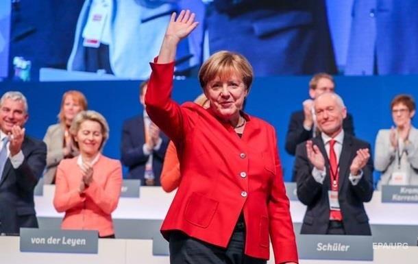 Партия Меркель оторвалась в рейтингах от конкурентов
