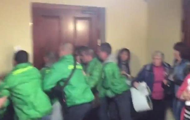 В Киевраде подрались активисты и охранники