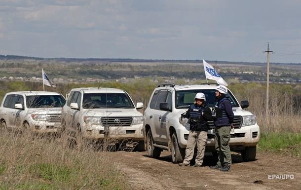 На Донбасі в авто ОБСЄ кинули димову гранату