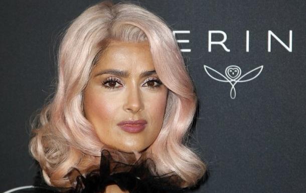 Канни-2017: Сальма Гаєк здивувала рожевим кольором волосся