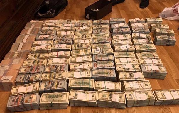 В екс-податківця Луганщини найшли мільйони доларів