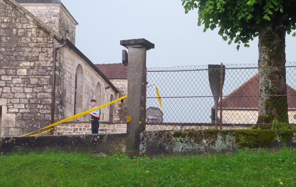 Вандали осквернили могилу Шарля де Голля