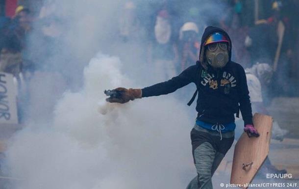 У Венесуелі демонстрації переросли в зіткнення з поліцією