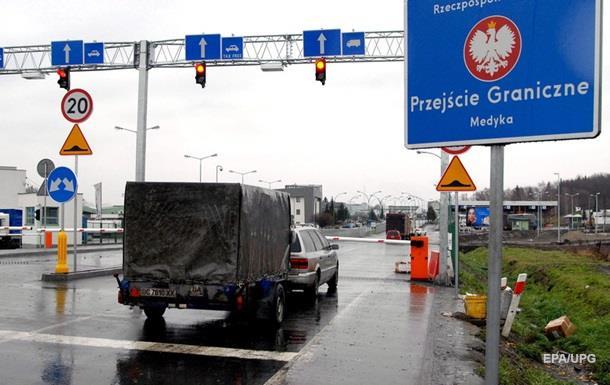 Україна винна в чергах на кордоні - польські прикордонники