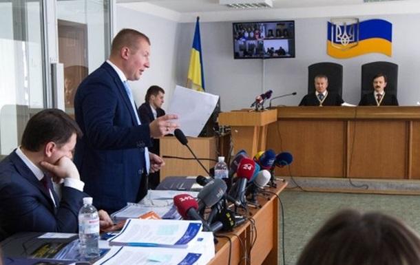 Адвокат Януковича втратив голос, суд перенесли
