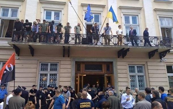 Під час зіткнень у Львівській облраді постраждали 11 людей