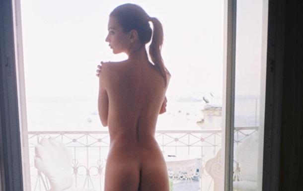 Емілі Ратаковські показала оголене фото