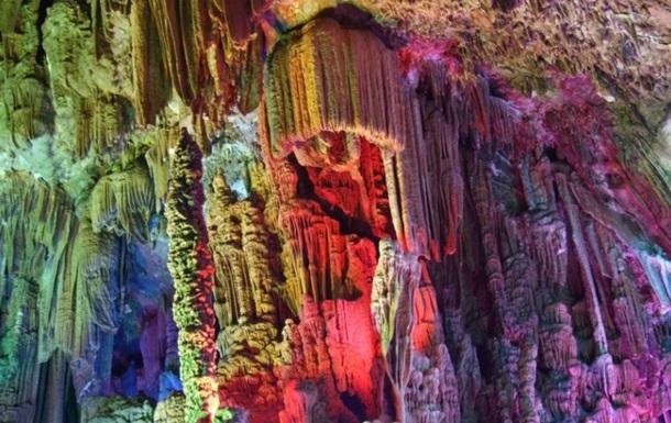 Китаєць зламав сталагміт віком 3 тисячі років