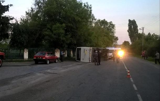 У Черкаській області в аварію потрапив автобус, постраждали п ятеро людей
