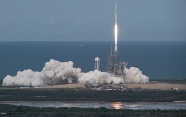 SpaceX вивела на орбіту корабель із вантажем для МКС