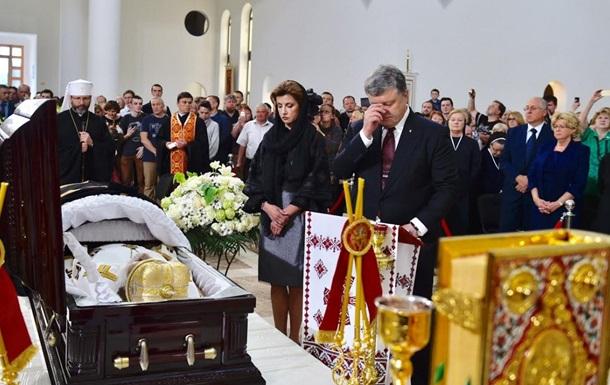 Президент Порошенко попрощался с Любомиром Гузаром