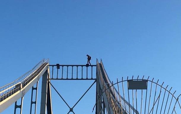 Смертельна відео: в Києві руфер зірвався з моста