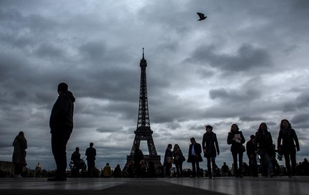 Эйфелева башня погасила огни в память о погибших в Лондоне