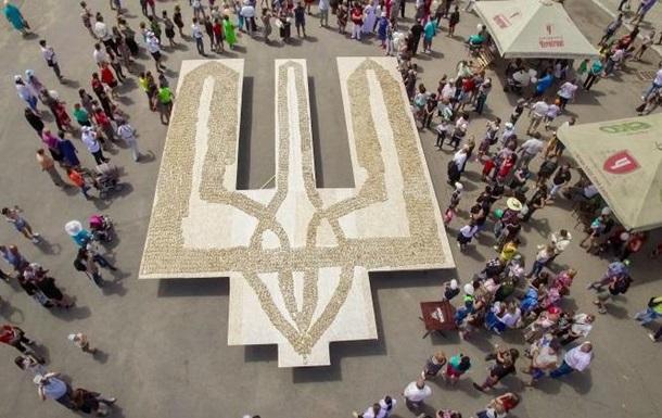 В Україні зробили найбільший в світі бутерброд з салом