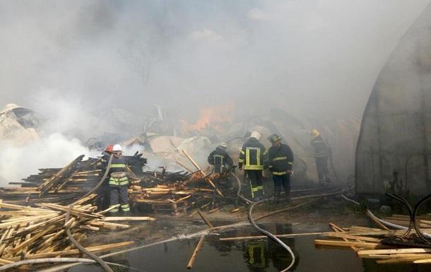 В Броварах ликвидировали масштабный пожар на складе