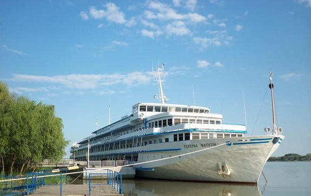 Украинский лайнер вместо Одессы пошел в Ростов