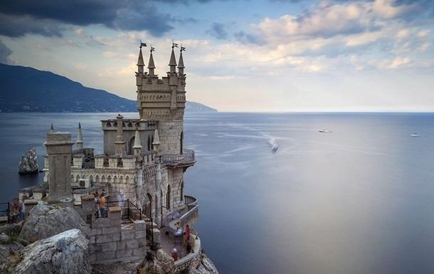 У Криму бурять скелю під замком Ластівчине гніздо