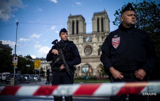 Напад у Парижі: 900 туристів заблокували