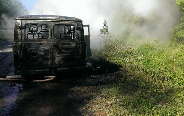 На Львівщині загорілося авто з військовими: є постраждалі