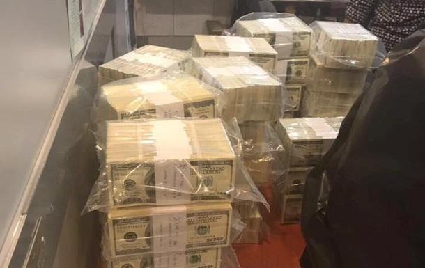 Чиновницю з Фонду гарантування вкладів затримали на хабарі в $5 млн