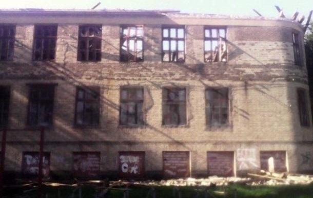 В Красногоровке школа попала под обстрел