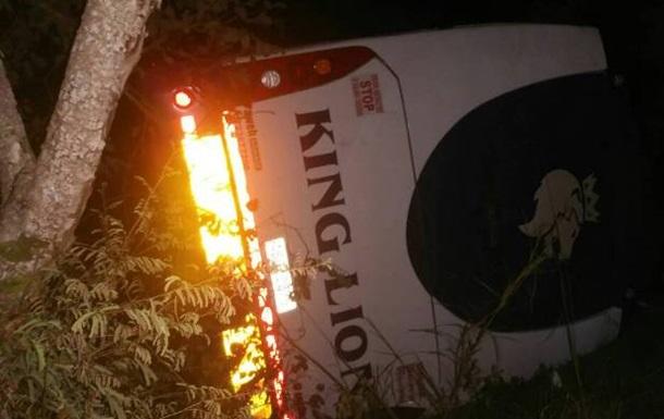 В Зимбабве перевернулся автобус, 45 погибших