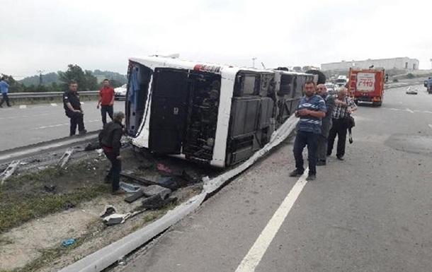 У Туреччині перекинувся автобус із військовими, 47 постраждалих