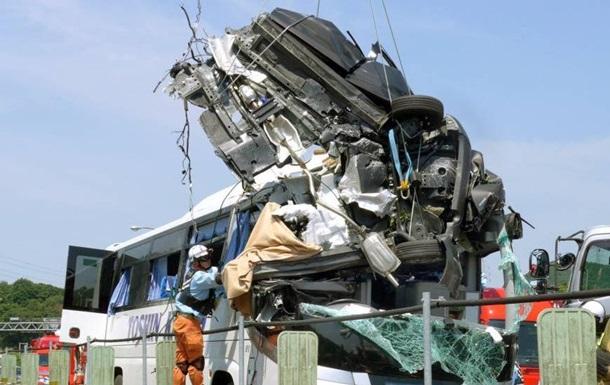 В Японии  летающий  автомобиль врезался в автобус: 45 раненых