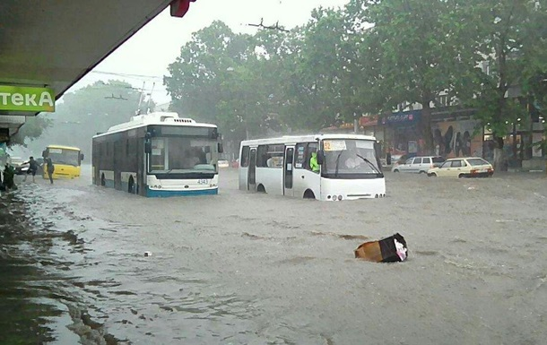 Сильна злива затопила Сімферополь