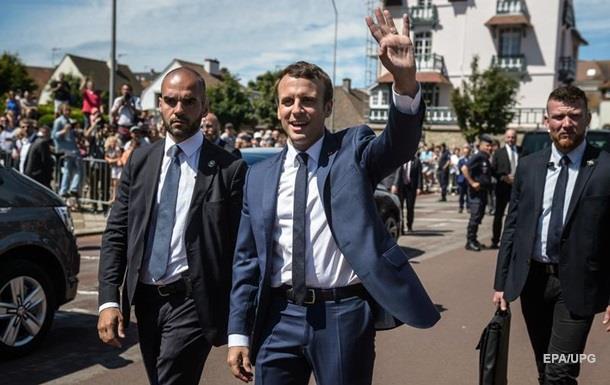 На парламентских выборах во Франции лидирует партия Макрона