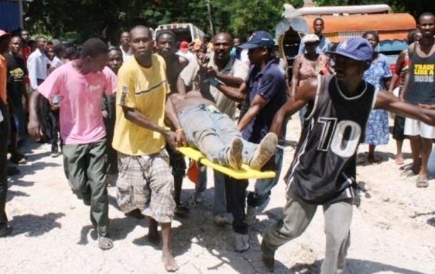 На Гаити грузовик въехал в толпу