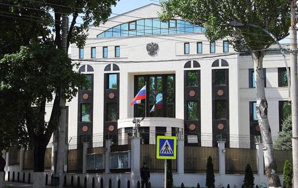 Молдова выдворила дипломатов РФ за вербовку - СМИ