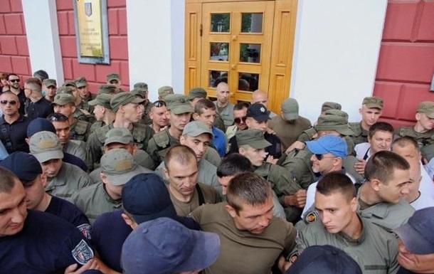 Біля міськради Одеси відбулися сутички